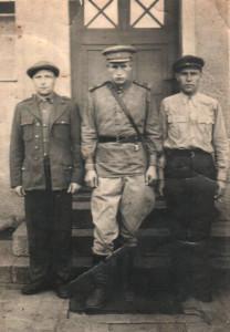 Николай Лаврентьевич Кривокорытов (слева)