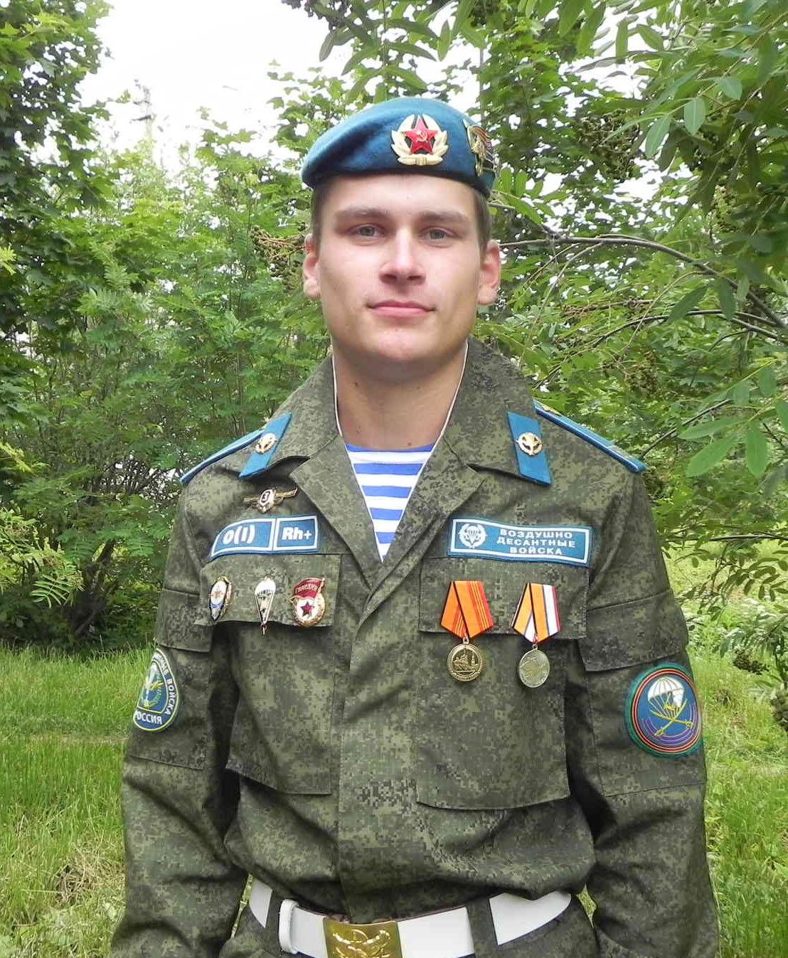medkomissiya-golie-devushki-voenkomat